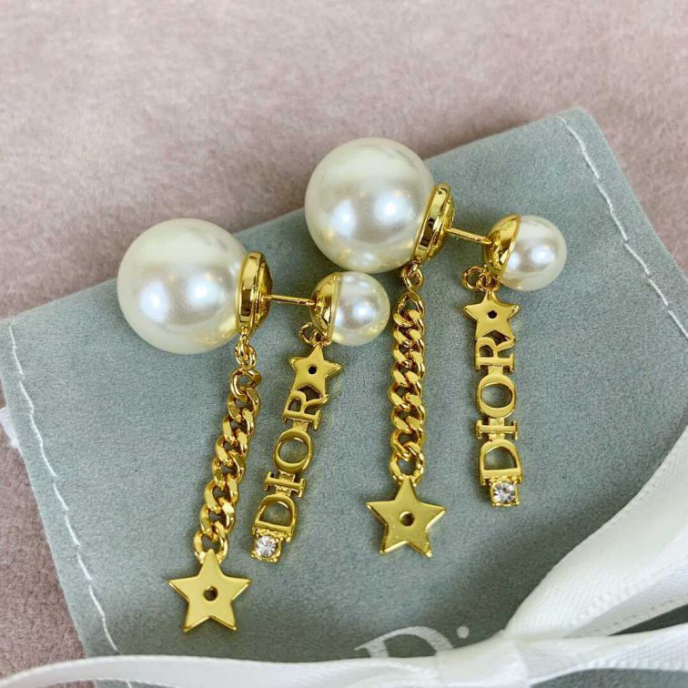 19 CD PEARL EARRINGS