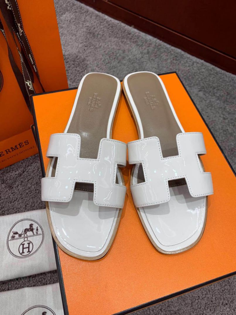 Hermes Coat of paint Classic Patent Women Slippers