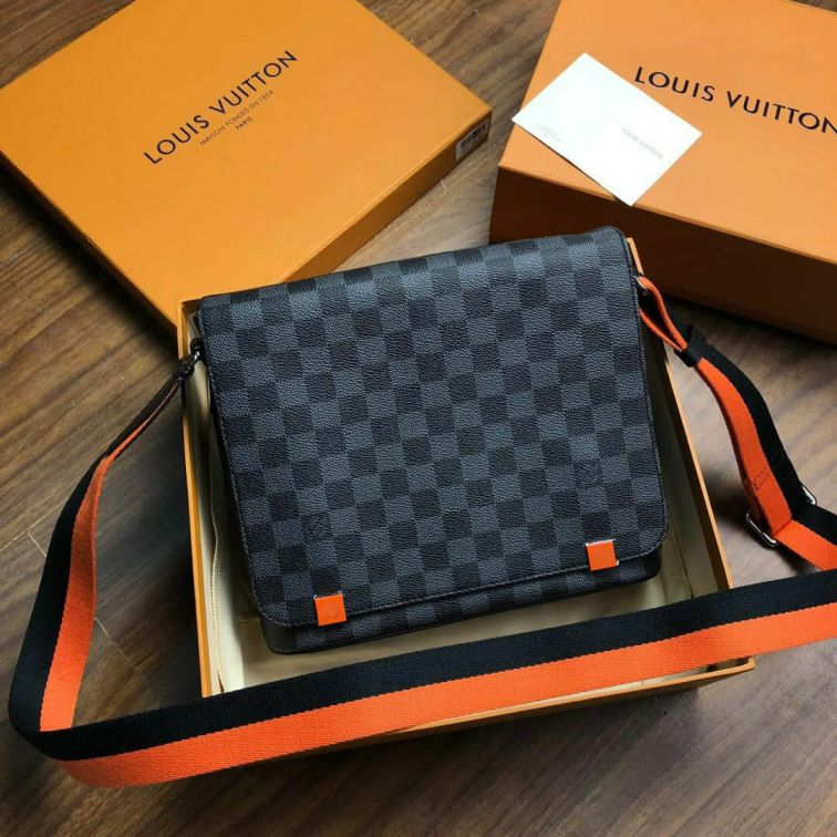 LV DISTRICT Small Messenger N42420 Shoulder Bags
