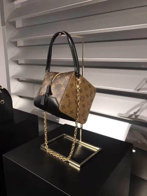 LV Shoulder Bags 2018 Square bag M43589