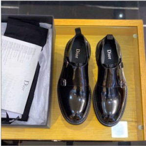 Dior select cowhide to make men's Derby Shoes
