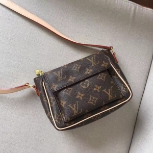 Louis Vuitton white-collar workers' favorite out-of-print presbyopic tofu bag